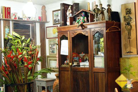 Decoração alegre e criativa é a marca do Restaurante Terreiro Bahia, da chef baiana Tereza Paim. Praia do Forte, BA. Imagem: Janaína Calaça