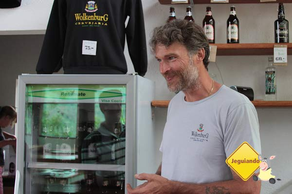 Thomas e sua esposa Heike cuidam da produção e comercialização das cervejas Wolkenburg. Imagem: Erik Pzado