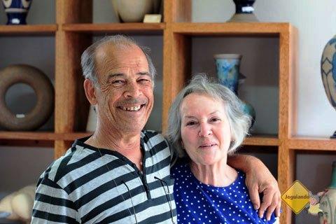 Carvalho e sua esposa Ariadne: amor pela arte em cerâmica. Imagem: Erik Pzado