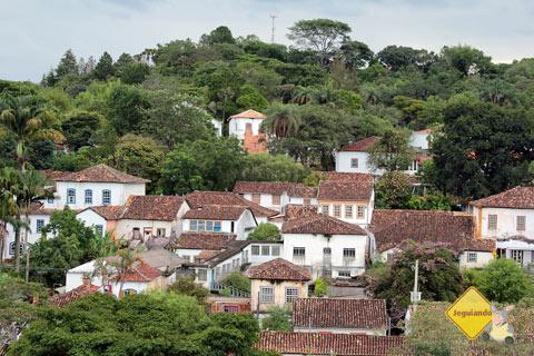 Pequena, Tiradentes não reúne muitas agências bancárias, mas você pode encontrar grande parte em São João del Rei, a 10 km da cidade. Imagem: Erik Pzado