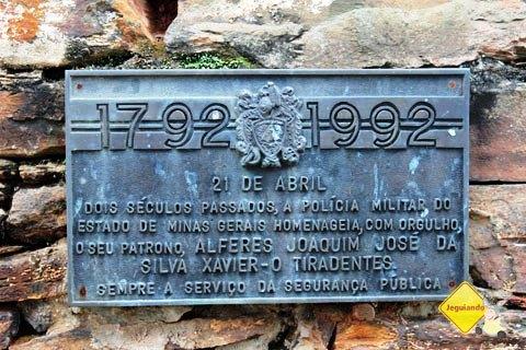 Placa em homenagem ao bicentenário da morte de Tiradentes. Fazenda do Pombal, Ritápolis, MG. Imagem: Janaína Calaça