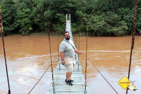 Erik querendo levar um caldo no Rio das Mortes. Fazenda do Pombal, Ritápolis, MG. Imagem: Janaína Calaça