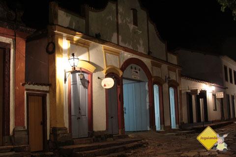 Largo das Forras à noite. Tiradentes, MG. Imagem: Erik Pzado