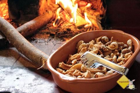 Torresminho. Tempero da Angela, comida mineira barata em Bichinho, Prados, MG. Imagem: Janaína Calaça