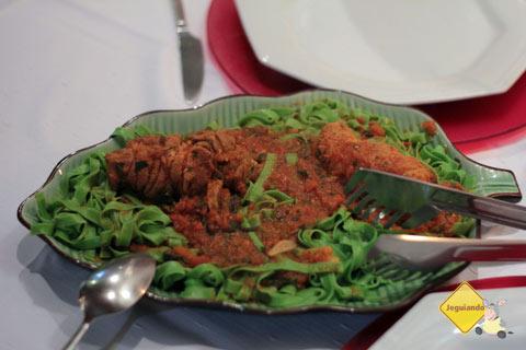 Massa artesanal e braciola suína. Restaurante Spaguetti, Tiradentes, MG. Imagem: Erik Pzado