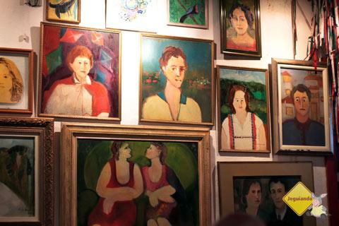 Pelas paredes. Restaurante Spaguetti, Tiradentes, MG. Imagem: Erik Pzado