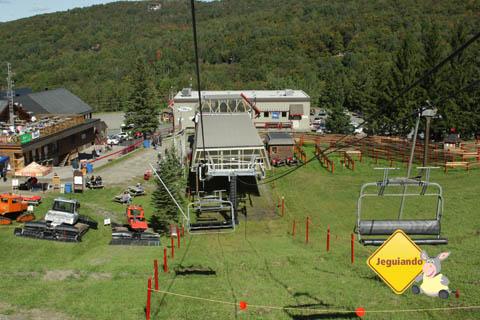 Estação de esqui de Mont Sutton no outono. Eastern Townships, Canadá. Imagem: Erik Pzado