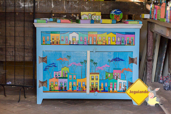 Móveis customizados da Casa das Casinhas. Bichinho, MG. Imagem: Erik Pzado