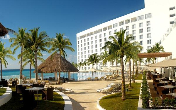 Le Blanc Spa Resort, localizado entre a Lagoa Nichupte e o Mar do Caribe. Imagem: Divulgação
