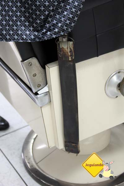 Detalhe da cinta de couro para amolar navalhas - Imagem: Erik Pzado
