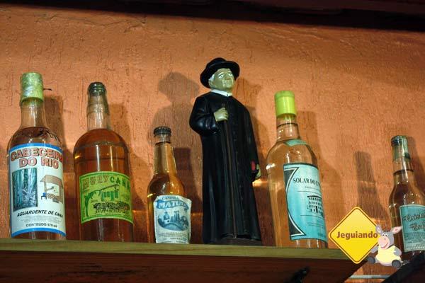 Cachaça para alegrar, Padre Cícero para abençoar! Restaurante Mocotó, São Paulo, SP. Imagem: Erik Pzado