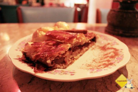 Strudel e sorvete. Café Geraes, restaurante em Ouro Preto, MG. Imagem: Erik Pzado