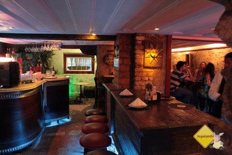 Escadabaixo, pub em Ouro Preto, MG. Imagem: Erik Pzado