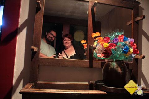 Erik e Jana e o colorido das flores que nunca secam. Imagem: Erik Pzado