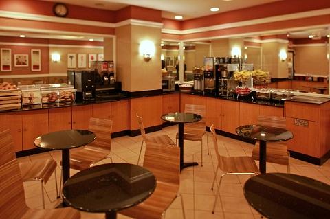 Café da manhã incluso na tarifa e Wi-Fi grátis são alguns dos serviços disponíveis da rede. Imagem: Divulgação