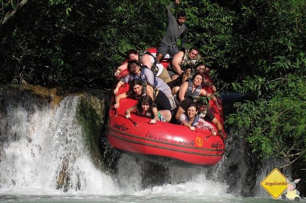 Eu e Erik (ao fundo) fazendo rafting em Bonito, MS. Imagem: Ronaldo Saltiva