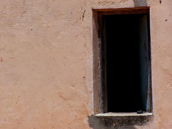 Velha janela da velha casa. Floresta do Navio, Pernambuco. Imagem: Arquivo Jeguiando