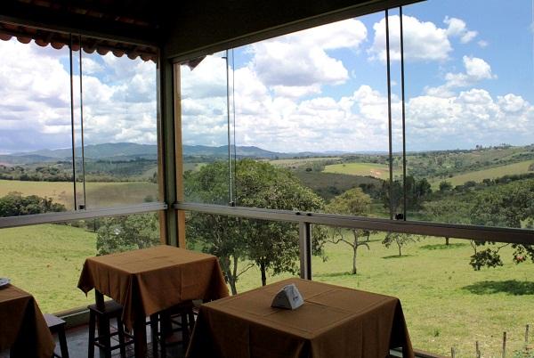 Almoço com vista para o campo. Imagem: Janaína Calaça