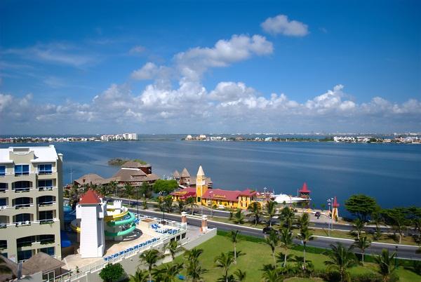 Blvd. Kukulcán e Lagoa Nichupté, Cancún, México. Imagem: Arquivo Jeguiando