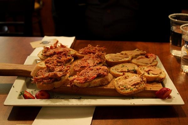 Torradinhas com Foie gras. Marché de La Villette, Montréal, Canadá. Imagem: Erik Pzado