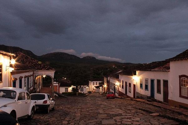 Ladeira longa para pagar promessa. Tiradentes, Minas Gerais. Imagem: Erik Pzado