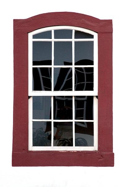 Pelas janelas coloridas, o mundo se abre. Tiradentes, MG. Imagem: Erik Pzado