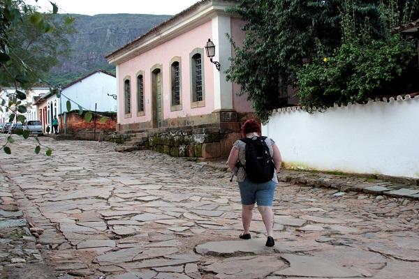 Caminhando. Tiradentes, MG. Imagem: Erik Pzado