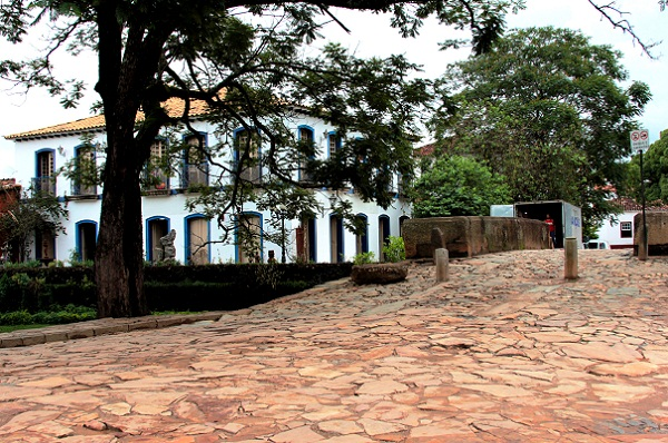 Tiradentes, suas ruas de pedra, seu tempo que corre devagar. Minas Gerais. Imagem: Erik Pzado