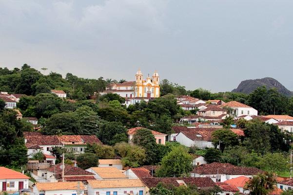 Igreja Matriz de Santo Antônio, vista a partir do monte que abriga a Capela de São Francisco de Paula. Tiradentes, MG. Imagem: Erik Pzado