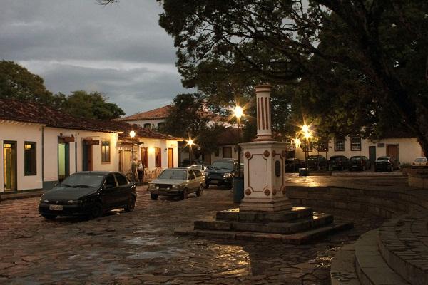 Largo das Forras à noite. Tiradentes, Minas Gerais. Imagem: Erik Pzado