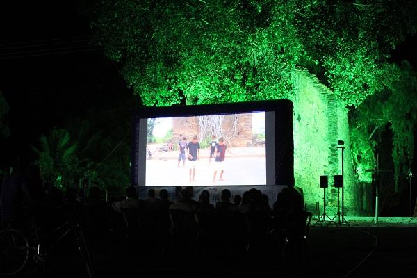 Cinema no Rio São Francisco em Barra do Guaicuí. Imagem: Janaína Calaça
