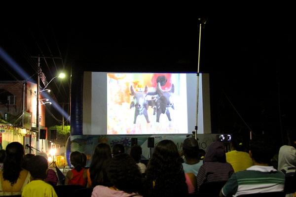 Sessão do Cinema no Rio São Francisco em Buritizeiro, MG. Imagem: Janaína Calaça