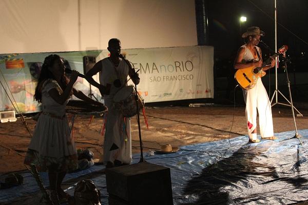 Apresentação de música barranqueira em Buritizeiro, MG. Imagem: Janaína Calaça