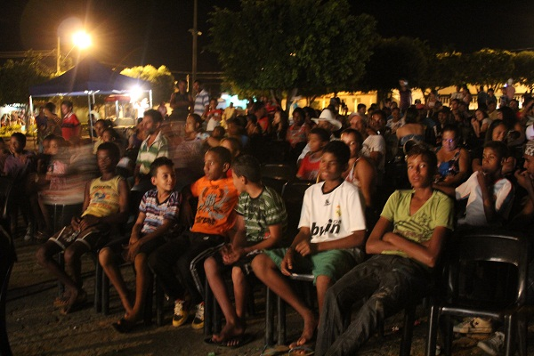 Cinema no Rio São Francisco em Cachoeira do Manteiga, MG. Imagem: Janaína Calaça