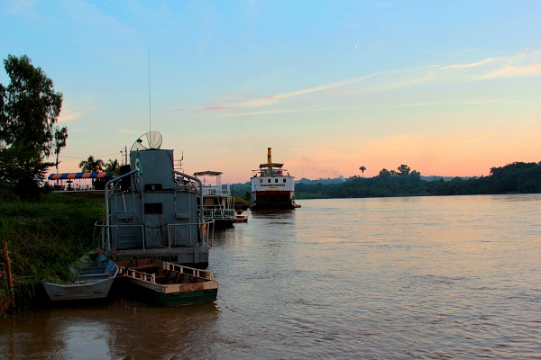 Rio São Francisco e o cais de Pirapora, MG.  Imagem: Janaína Calaça