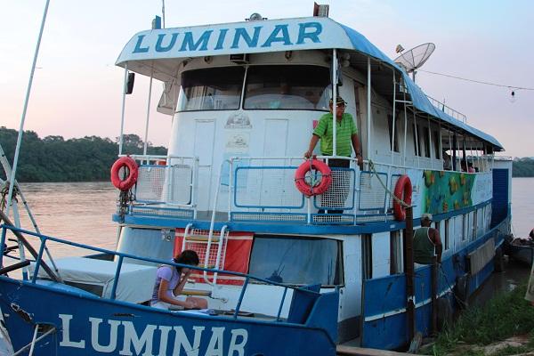Luminar, barco que hospedou toda a equipe do Cinema no Rio durante a expedição. Imagem: Janaína Calaça