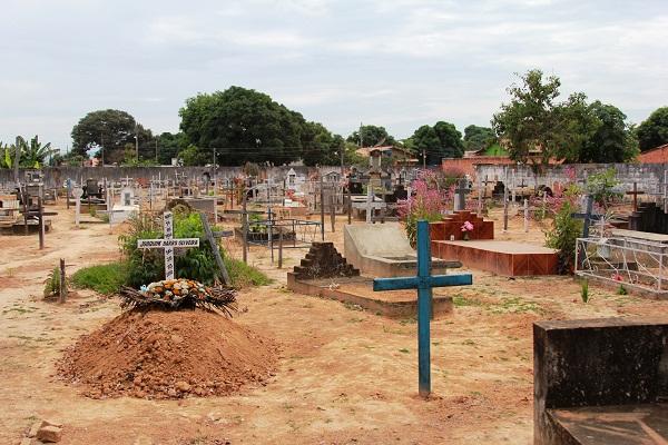 Cemitério de Ibiaí, MG. Imagem: Janaína Calaça