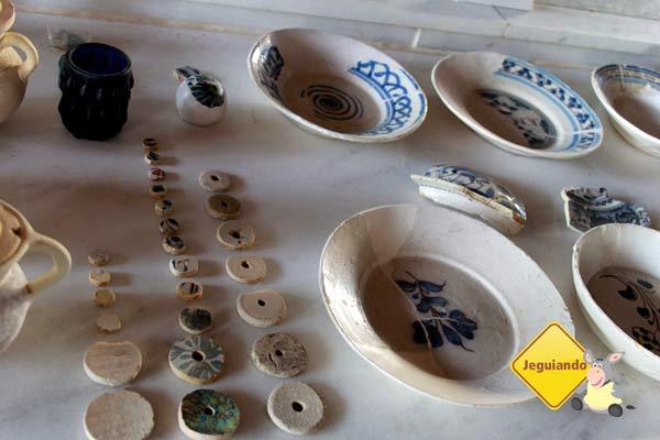 Objetos resgatados. Fundação Castelo Garcia D'Ávila. Praia do Forte, BA. Imagem: Erik Pzado