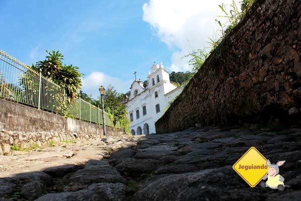 Ao alto, Convento de São Bernardino de Sena. Angra dos Reis, RJ. Imagem: Erik Pzado