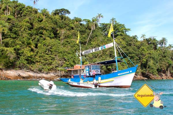 Barcos fazem as vezes de restaurantes. Imagem: Erik Pzado