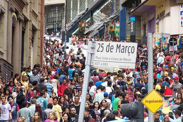 Rua 25 de Março, São Paulo. Imagem: Janaína Calaça