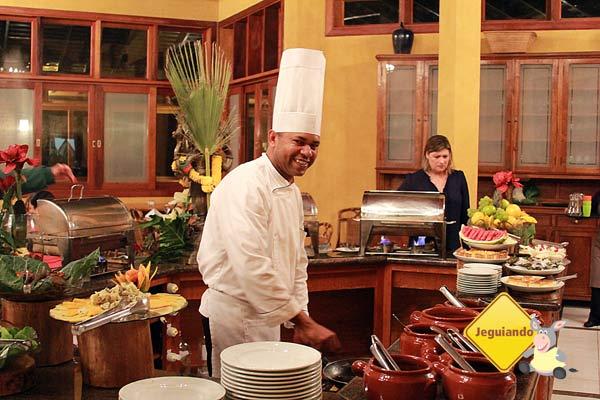 Chef Ivan Santos, garde manger do Canto da Floresta Eco Resort. Imagem: Erik Pzado
