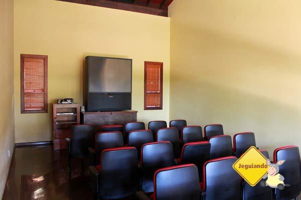 Sala de audiovisual. Canto da Floresta Eco Resort, Amparo, SP. Imagem: Erik Pzado