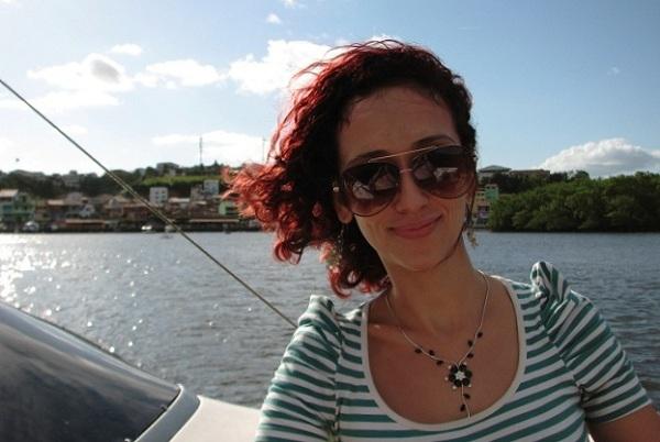 Lorena Grisi, minha companheira de viagem, toda trabalhada no Dramin para não enjoar! :P Imagem: Janaína Calaça