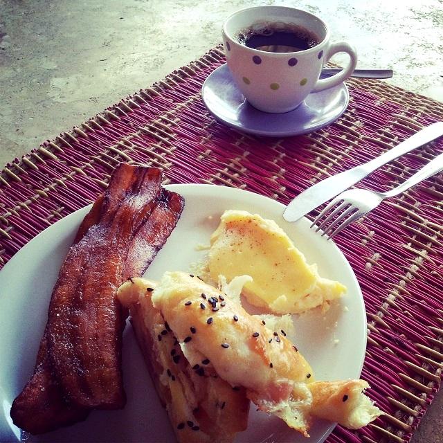 Café da manhã é marcado por itens regionais do nordeste. Imagem: Janaína Calaça
