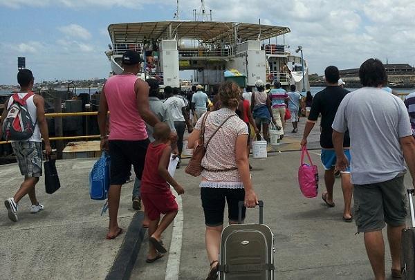Pegando o ferry de Salvador para Bom Despacho. Imagem: Janaína Calaça