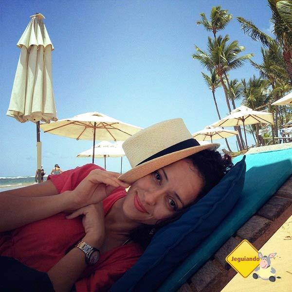 Lorena Grisi, posando de diva na Praia de Taipu de Fora. Imagem: Janaína Calaça