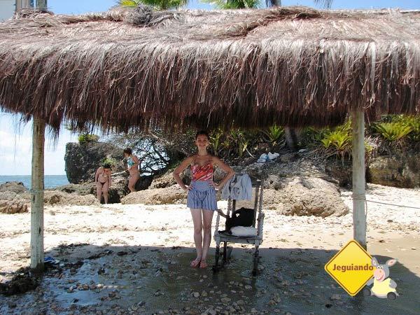Lorena posando na praia da Ilha da Pedra Furada. Imagem: Janaína Calaça