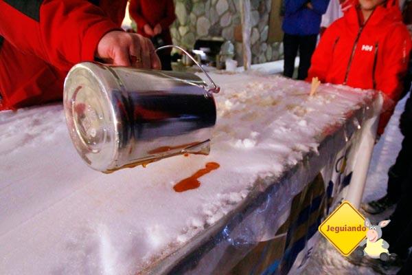 Fazendo pirulitos de Maple Syrup no gelo. Sun Peaks, British Columbia, Canadá. Imagem: Erik Pzado