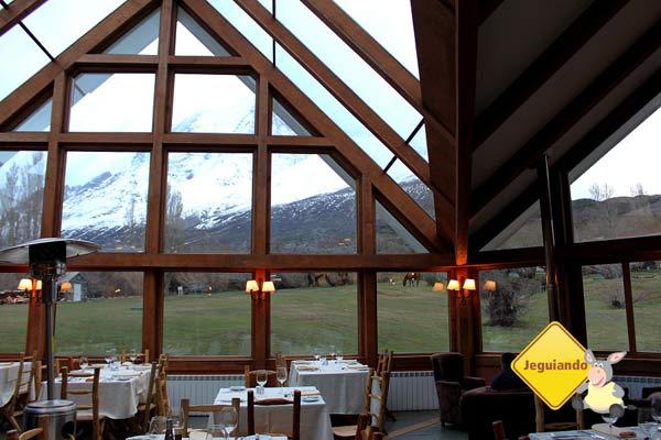 Restaurante do Hotel Las Torres, com vista para as montanhas. Torres del Paine, Chile. Imagem: Janaína Calaça